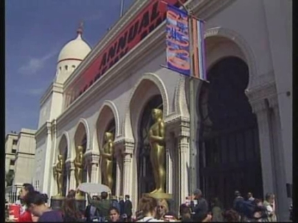 USA: LOS ANGELES: MOVIE FANS GATHER FOR ACADEMY AWARDS