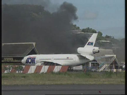 TAHITI: AIRPORT CLOSED AFTER ANTI FRENCH NUCLEAR PROTESTERS RIOT