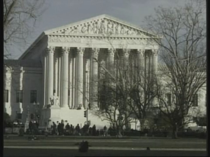 USA: SUPREME COURT PONDERS FLORIDA POLL VERDICT