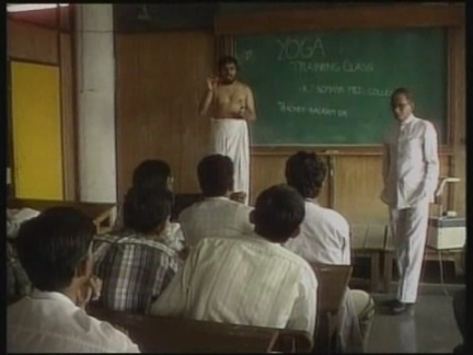 INDIA: MUMBAI: YOGA TEACHERS BIZARRE DISPLAY