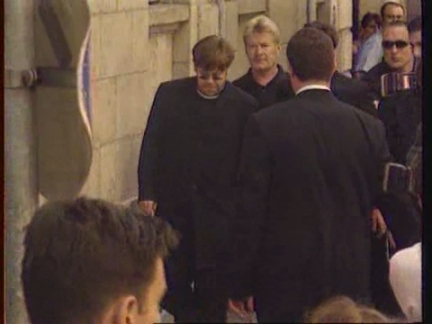 ITALY: MILAN: INTERNATIONAL CELEBRITIES PAY FINAL RESPECTS TO VERSACE