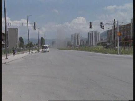 BOSNIA: SARAJEVO: MORTAR ATTACK INJURES 2