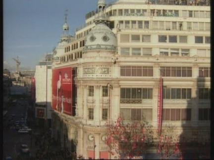 FRANCE: PARIS: SANTA CLAUS MAKES FIRST PUBLIC APPEARANCE