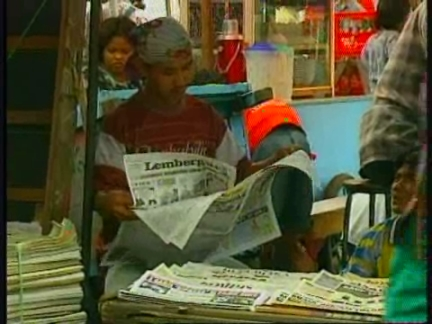 INDONESIA: NEWSPAPER BANNED BY SUHARTO RETURNS TO NEWS STANDS