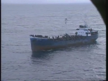 ITALY: CALABRIA: ILLEGAL KURDISH IMMIGRANTS SHIP RUNS AGROUND (2)
