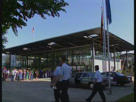 GERMANY: PARLIAMENT AGREES TO SEND MILITARY FORCE TO BOSNIA