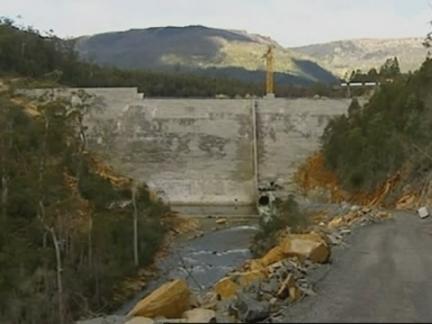 (TT) Aus Dam