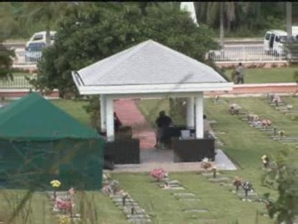 DV Anna Nicole Burial