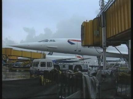 UK: HEATHROW AIRPORT: DIANA ROSS ARRESTED