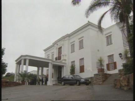 SOUTH AFRICA: PRESIDENT MANDELA MEETS FORMER PROSECUTOR