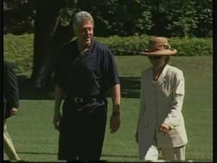 USA: HILLARY CLINTON STANDS BY HER HUSBAND OVER LEWINSKY CASE