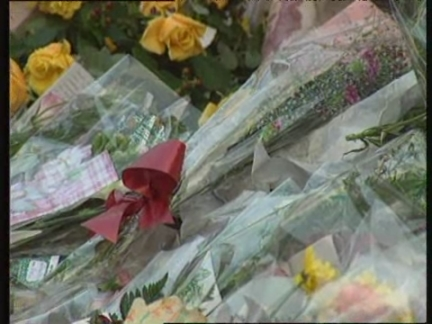 UK: LONDON: MILLIONS POUR INTO CAPITAL FOR PRINCESS DIANA'S FUNERAL