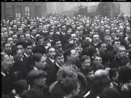 WAR IS DECLARED ON GERMANY - MARCH OF RECRUITS AND SPEECHES IN TRAFALGAR SQUARE - NO SOUND